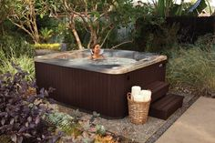 Outdoor Hot Tub Landscaping Ideas to Integrate your Home Spa Seamlessly Hot Tub Privacy, Outdoor Landscaping, Landscaping Ideas, Spring Spa, Portable Spa, Backyard Retreat, Backyard Patio, Home Spa, Outdoor Rooms
