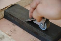 How to Make a Magnetic Honing Guide (For Sharpening Chisels & Hand Planes) Woodworking Tools For Beginners, Easy Woodworking Projects, Wood Working For Beginners, Woodworking Plans, Diy Projects, Diy Knife, Sharpening Stone, Basic Tools