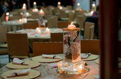 Arranjo com flores e velas
