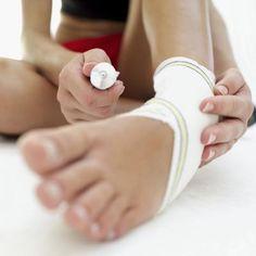 ¿Cuáles son los tratamientos para tendones del pie hinchados? | eHow en Español
