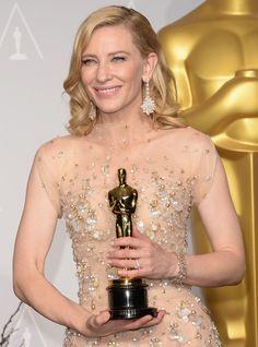 Les boucles d'oreilles Chopard en opales et robe nude de Cate Blanchett aux Oscars