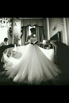 Vintage chanel......huge flowing skirt....sweetheart bodice....white vision...