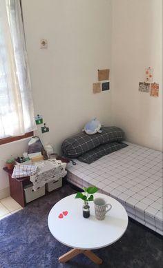Small Room Design Bedroom, Small Room Decor, Home Room Design, Bedroom Themes, Home Decor Bedroom, Small Bedroom Organization, Dorm Room Walls, Minimalist Room, Aesthetic Room Decor