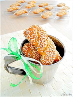 koulourakia me portokali Greek Sweets, Greek Desserts, Greek Recipes, Desert Recipes, Veggie Recipes, Cooking Recipes, Greek Cookies, Almond Cookies, Cypriot Food