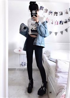 Spring is here! So check out these 41 grunge outfit ideas for this spring to rock on! Get inspired! #grungeoutfits