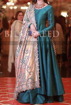 At the Mehndi Shadi Dresses, Pakistani Formal Dresses, Pakistani Wedding Outfits, Indian Gowns Dresses, Pakistani Dress Design, Pakistani Party Wear, Designer Party Wear Dresses, Kurti Designs Party Wear, Indian Designer Outfits