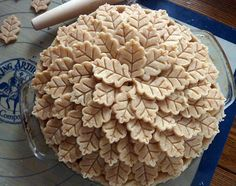 That is one pretty pie crust!!  The leaf crust on this pie is gorgeous.