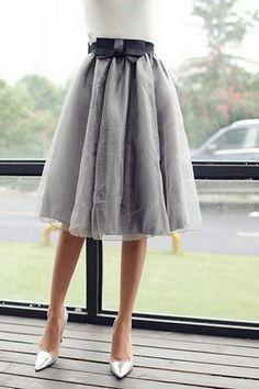 Серая пышная юбка миди с бантом на талии