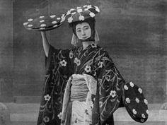 mme sada yacco 1900 Japanese Geisha, Old Photos, Dancer, Actresses, Beauty, Old Pictures, Female Actresses, Beleza, Vintage Photos