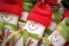 the cutest snowman candy bar wrappers. These are digital art files that you can print out right from the computer - and the best part is that Laurie is offering them for FREE! How generous!
