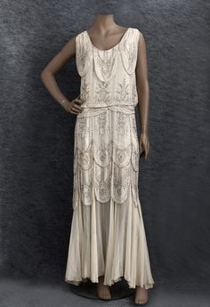 Vintage Fashion beaded evening dress, Ivory silk chiffon dress with rhinestones and silver-lined crystal beads. 1930s Fashion, Moda Fashion, Art Deco Fashion, Vintage Fashion, Vintage Vogue, Gothic Fashion, Women's Fashion, 1920s Outfits, Mode Outfits