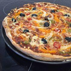 Pizza mit Dinkelboden