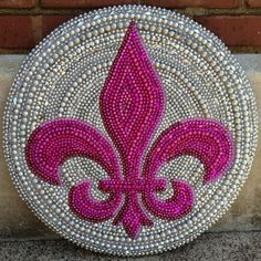 mardi gras bead fleur de lis made to order by desertjuan on Etsy Bead Crafts, Diy And Crafts, Arts And Crafts, Fun Crafts, Yin Yang, Diy Fleur, Mardi Gras Decorations, Beads Pictures, Mardi Gras Beads