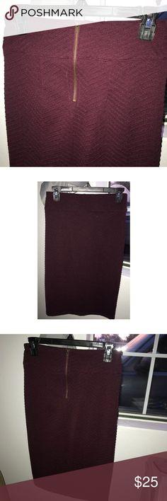 Maroon skirt with zigzag pattern Maroon skirt with zigzag pattern; 92% polyester; 8% spandex Skirts Midi