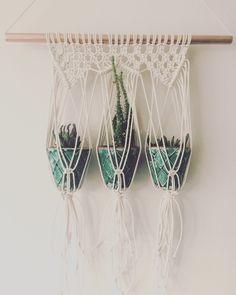 Makramee Pflanze Hanger, Makramee, Plant Kleiderbügel, Weben, Macrame Wand hängen von MacrameAdventure auf Etsy https://www.etsy.com/de/listing/272421594/makramee-pflanze-hanger-makramee-plant