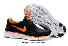 The pair of Nike Free 3.0 V3 Homme Kaki Brown in the clip As