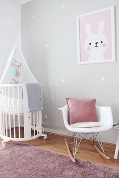 Girl Nursery now on saansh.comNurseryinspo - Babyroom - Nurseryroom - Girlnursery - Babyzimmer - Girlsroom - Stokke Sleepi - Swing Chair - Bunny Print - Mobile DIY