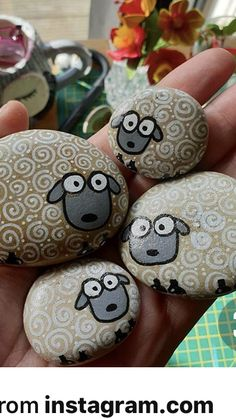 Photos and Videos Stone Crafts, Rock Crafts, Fun Crafts, Diy And Crafts, Crafts For Kids, Arts And Crafts, Painted Rock Animals, Painted Rocks Craft, Hand Painted Rocks