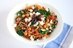 Dirty dishes stopping you from making your favorite pasta dish? Not anymore! All you need to make my one pot Mediterranean pasta is one pot and 30 minutes.