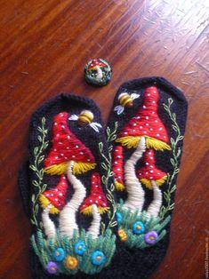 """Варежки, митенки, перчатки ручной работы. Ярмарка Мастеров - ручная работа. Купить варежки и брошь""""Мухомор"""" ручная вышивка. Handmade. Комбинированный Embroidery On Clothes, Wool Embroidery, Hand Embroidery Designs, Mittens Pattern, Knit Mittens, Hand Knitting, Knitting Patterns, Wool Quilts, Crochet Gloves"""