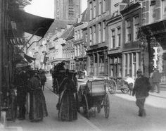 Dagelijks leven in Utrecht - 1904   De Steenweg richting de Choorstraat (HUA)