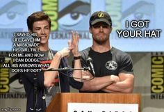 Grant Gustin and Stephen Amell lol! Superhero Shows, Superhero Memes, O Flash, Flash Arrow, The Flashpoint, Arrow Memes, Flash Funny, Dc Comics, The Flash Grant Gustin