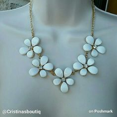 White Flowers crystals bib statement necklace. Starting at $10 #White #Flowers #crystals #bib #statement #necklace http://tophatter.com/lots/25166286?ref=1588603&campaign=twitter-share