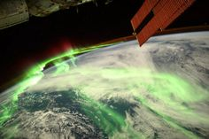 Earth glows mystical green in epic aurora image from the International Space Station - CNET The Shadow Side, Earth's Magnetic Field, Sun And Earth, Space Photography, Fresh Image, International Space Station, Earth Science, Photos Du, Awesome