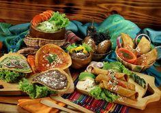 By Ricardo Mata Jr.  Antojitos Chapines.  Tostadas tacos dobladas rellenitos.