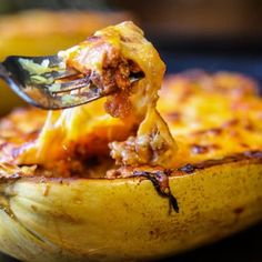 Here's the right way on how to cook spaghetti squash boats! This method will leave you with a juicy, tender, spaghetti-like experience every single time. Diabetic Recipes, Meat Recipes, Cooking Recipes, Healthy Recipes, Spaghetti Squash Boat, Spaghetti Squash Recipes, Food Dishes, Main Dishes, Squash Boats