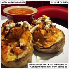 These low syn buffalo chicken loaded potatoes are tasty, quick to make and combi. - These low syn buffalo chicken loaded potatoes are tasty, quick to make and combine chicken, cheese, - Slimming World Lunch Ideas, Slimming World Dinners, Slimming World Recipes, Healthy Family Meals, Healthy Eating Recipes, Healthy Cooking, Cooking Recipes, Diet Recipes, Midweek Meals