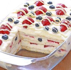 You are going to love this delicious Summer Berry Icebox Cake and it's no bake and very easy to make. Be sure to check out the Strawberry Icebox Cake too. Food Cakes, Cupcake Cakes, Cupcakes, Easy Summer Desserts, Summer Dessert Recipes, Strawberry Icebox Cake, Biscuits Graham, Incredible Recipes, No Bake Desserts