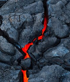 Photographer Tom Kualii has taken pictures of lava going out to the ocean in the Big Island, Hawaii. The images are beautiful because of the contrasting colors of the hot and cold lava. Photos © Tom Kualii Via Traveling Colors Mother Earth, Mother Nature, Nature Nature, Erupting Volcano, Lava Flow, Fire And Ice, Natural Disasters, Natural Wonders, Amazing Nature