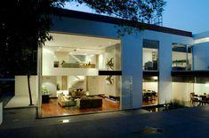 Diseño de Interiores & Arquitectura: La Transparencia y la Extravagancia Definen esta Casa Contemporánea de la Ciudad de México.