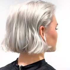 A guide to going platinum blonde without totally ruining your hair - The Treatment Files White Blonde Bob, Short White Hair, Medium Short Hair, Short Hair Cuts, Short Hair Styles, Messy Blonde Bob, Angled Bob Hairstyles, Messy Hairstyles, Going Platinum Blonde