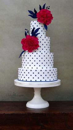 New wedding cakes simple buttercream receptions Ideas - - wedding cakes simple - Hochzeit Unique Cakes, Creative Cakes, Cute Cakes, Pretty Cakes, Cupcake Torte, Navy Blue Wedding Cakes, Retro Wedding Cakes, Publix Wedding Cake, Polka Dot Cakes