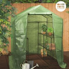 We present you the Oh My Home Big House greenhouse with shelves to protect plants and produce! Polythene cover Metal shelving shelves) Easy to assemble and store Approx. dimensions: 143 x 195 x 143 cm