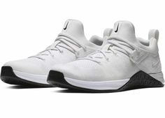 8e0939ef4148 The Metcon Flyknit design includes molded flex grooves in the forefoot