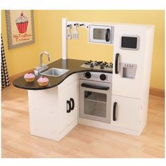 Don't search for Summer sales. We've got the best prices for kidkraft chef's corner play kitchen 53278 and other amazing Kids Homemaking & Play Kitchens deals. Play Kitchens, Diy Play Kitchen, Toy Kitchen, Barbie Kitchen, Kitchen Corner, Diy Karton, Warm Home Decor, Home And Deco, Small Kitchens