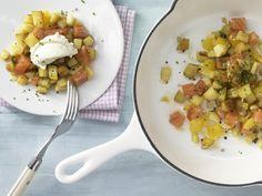 Kartoffel-Räucherlachs-Pfanne - mit Meerrettichcreme - smarter - Kalorien: 263 Kcal - Zeit: 55 Min. | eatsmarter.de