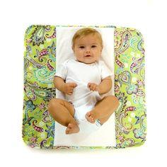abb44928fcf Matelas à langer   l accessoire pratique pour changer bébé partout et  facilement. Plush pad