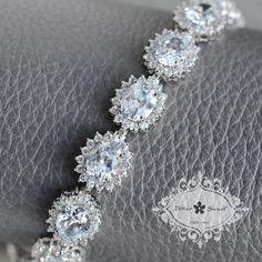 Classic style bracelet with sparkling CZ!