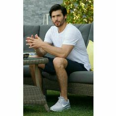 #canyaman #dolunay #erkencikuş #beautifulmen Turkish Men, Turkish Actors, How To Look Handsome, Poldark, Love Stars, Dream Guy, Action, Best Actor, Bearded Men