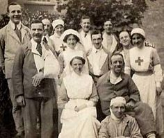 Nurses and wounded soldiers