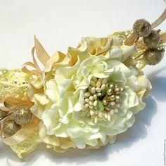 Купить заколка с фантазийным цветком из фоамирана - комбинированный, бежевый, кремовый, золотистый,…