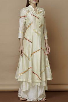 Buy Chanderi Kurta Set by Nachiket Barve at Aza Fashions Pakistani Fashion Casual, Pakistani Dresses Casual, Indian Gowns Dresses, Pakistani Dress Design, Indian Outfits, Indian Fashion, Pakistani Kurta Designs, Stylish Dresses For Girls, Kurta Designs Women
