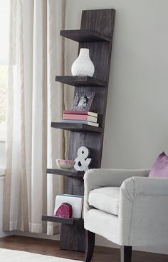 Use this simple-to-build, portable leaning shelf to display books, magazines, linens, and decorative items.