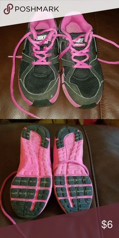 online store 1ea68 aa85b Girls nike lunarlon...sneakers size 1Y Pink and black Nike girls sneaker.