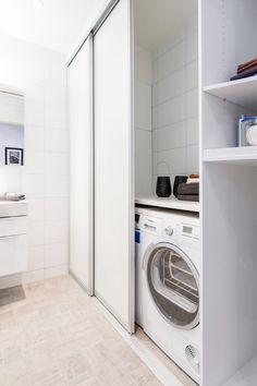 Vaskemaskin, utslagsvask mm. bak skyvedører