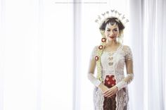 Javanese wedding dress | Tiara Miki Wedding by Thepotomoto Photography | http://www.bridestory.com/thepotomoto-photography/projects/tiara-miki-wedding